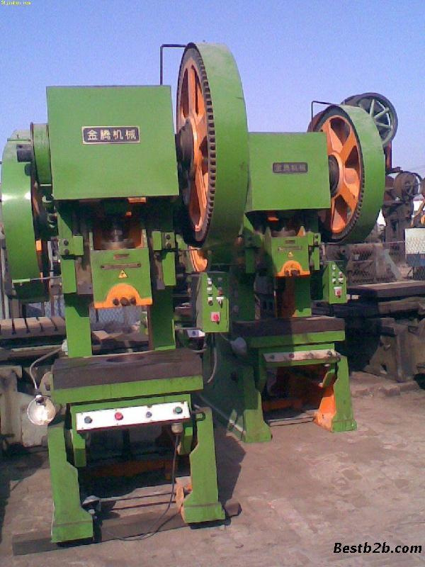 2)承接各种木材进口项目包括:木方进口,木皮进口,原木进口,木