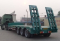 13米長三軸液壓爬梯式鉤機板半掛車