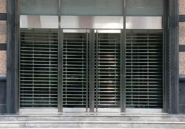 翻板门 ,车库翻板门 车库门安装维修自动车库门,电动车库门,欧式车库