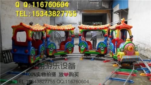 幼儿园墙面布置图片小火车拉气球