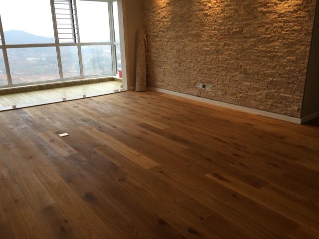 橡木烟熏拉丝多层地板