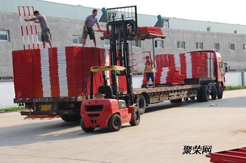 半封闭,纸箱包装,木箱包装;6,为个人和公司提供货运公司业务 轿车托运