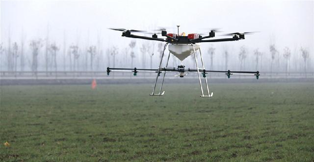 每架飞机每天可完成作业面积500亩以上,是人工效率的100倍以上.