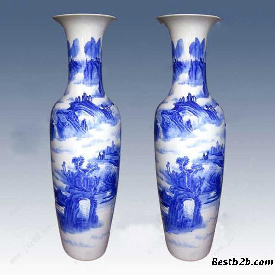 景德镇陶瓷花瓶无论是从婀娜的外形,华美的表面花纹还是光滑的触感来