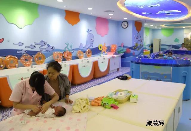 可爱可亲泳疗项目来了,宝宝运动中的战斗机!
