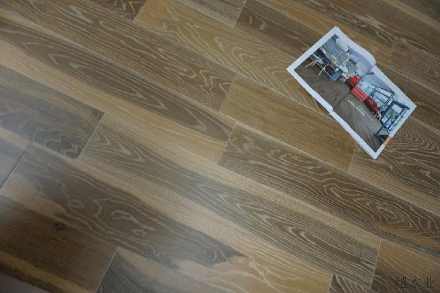 欧美风白橡木烟熏三层实木复合地板效果图