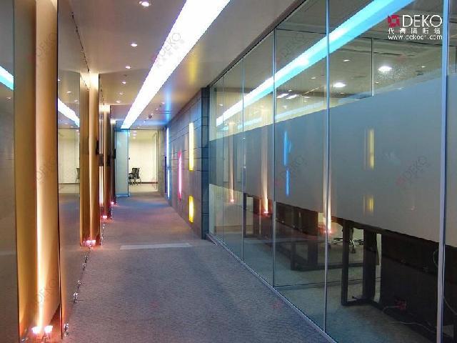 5,拼装彩色玻璃,区花玻璃时,应与设计图案吻合,不得错位