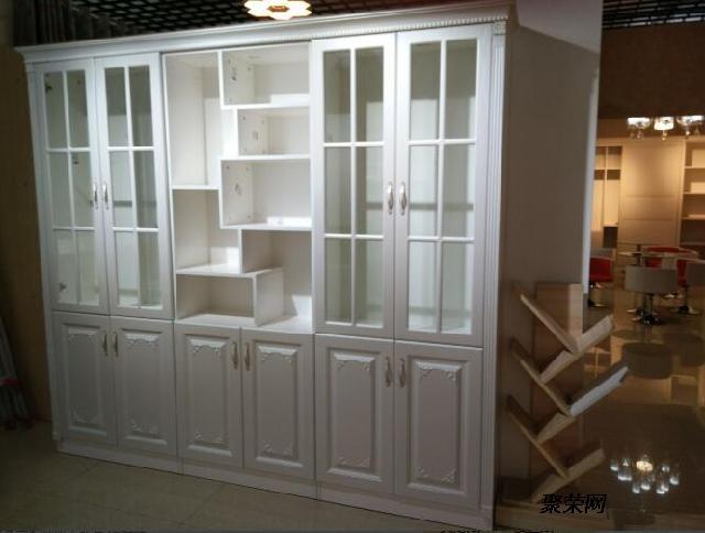 红酒柜款式 门板材质 合肥定制家具价格 书柜上门测量