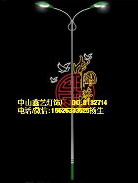 路灯杆上装饰中国梦灯 图案中国梦
