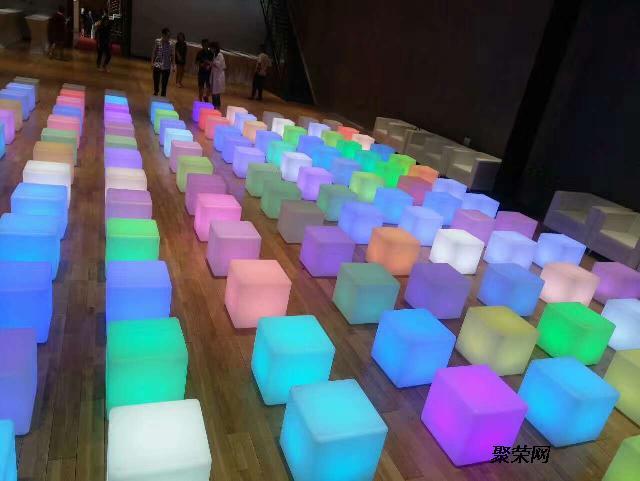 舞台展览道具发光椅子发光桌子发光酒吧桌等设备出租服务