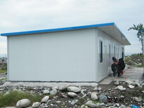 内蒙古赤峰焊接式彩钢房钢结构活动房