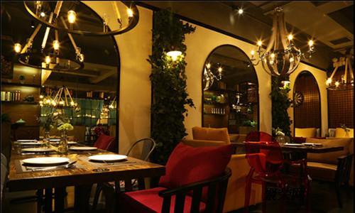 商务服务 创意设计       西餐厅装修我们从哪方面入手:墙面,地面,顶