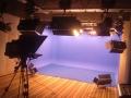 演播室背景设计图 校园实景演播厅蓝绿箱灯光装修